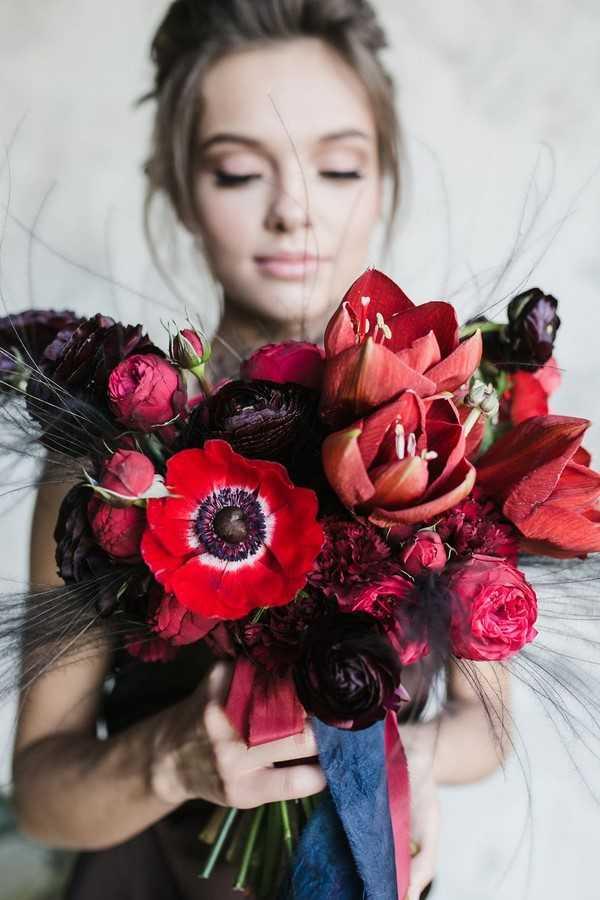 Креативные идеи модных букетов цветов – лучшие цветочные композиции на фото