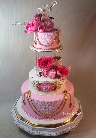 Красный свадебный торт: идеи оформления, начинка, фото