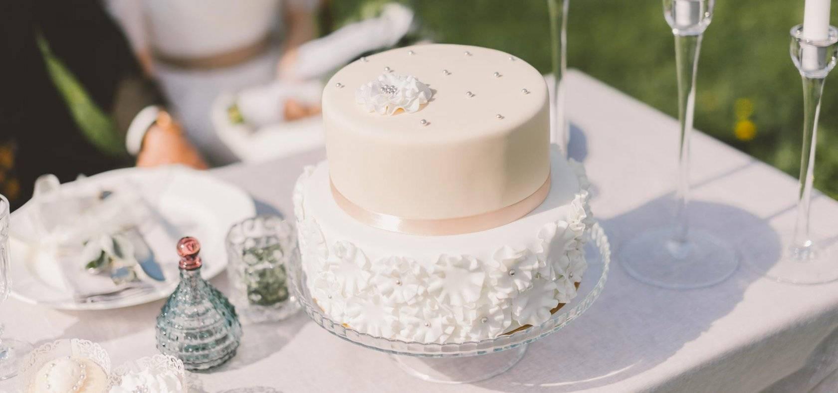 Многоярусный свадебный торт: фото и идеи
