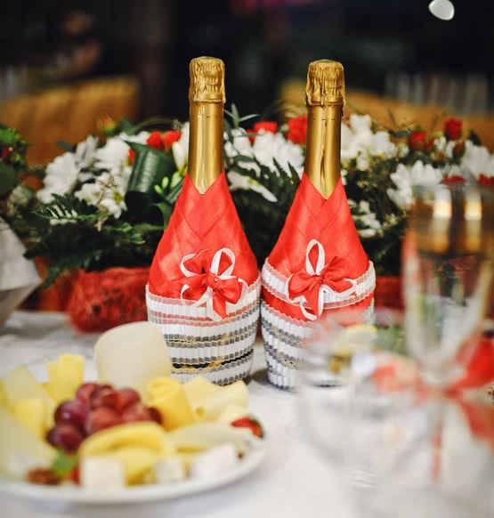 Как украсить шампанское на свадьбу атласными лентами?