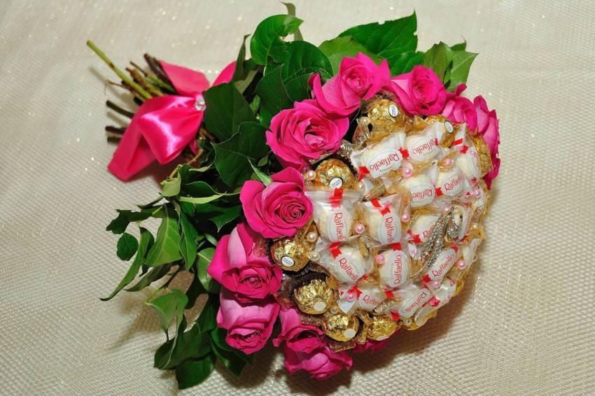 Букет из конфет своими руками: пошаговые мастер-классы для начинающих с гофрированной бумагой, фруктами, цветами