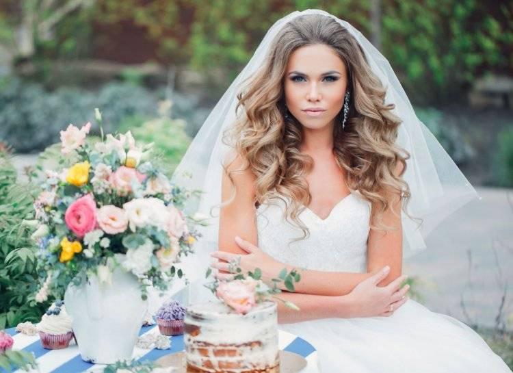 Свадебные прически на длинные волосы 2020: стильные идеи и разные виды укладок для невест