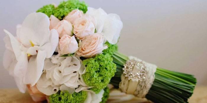 Цветы на свадьбу какие дарят молодоженам?