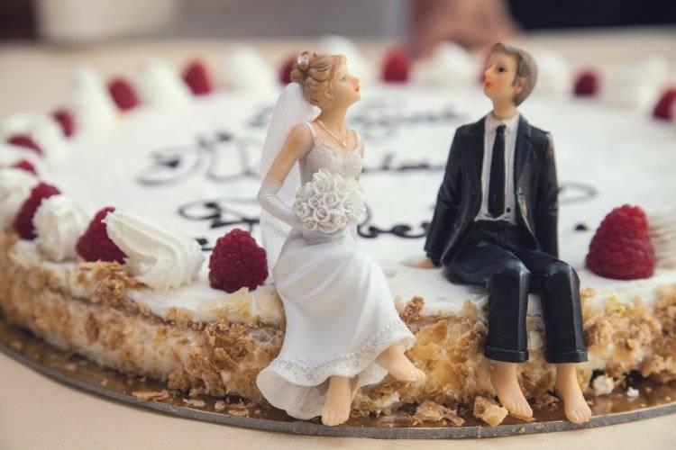 Торт на серебряную свадьбу: оригинальные идеи украшения