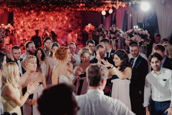 Как представить родителей и других гостей на свадьбе: примеры и советы