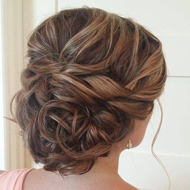 Прическа для подружки невесты (61 фото): образы на свадьбу для подруги и для свидетельницы, простая свадебная укладка на длинные волосы