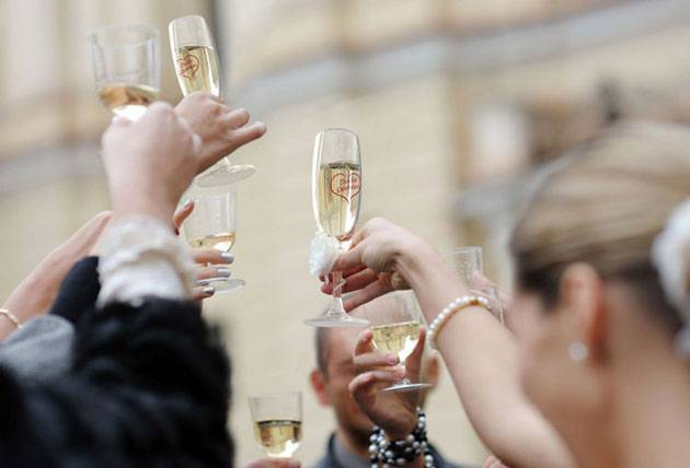 Тост для молодоженов на свадьбе короткие. поздравления от родственников. оригинальное, необычное поздравление