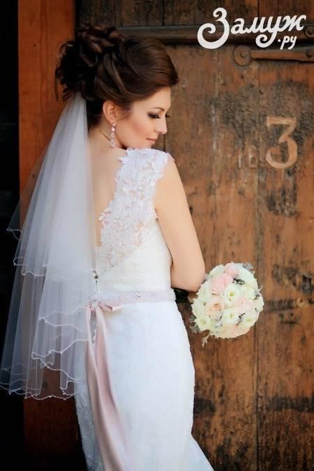 Красивые идеи свадебной прически пучок с фатой
