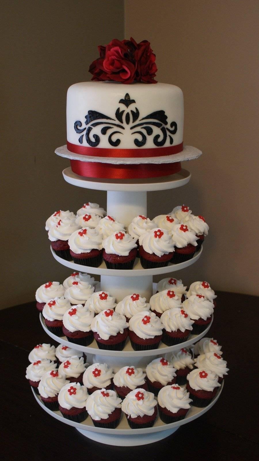 Торт на свадьбу с капкейками: новые идеи для свадебного лакомства