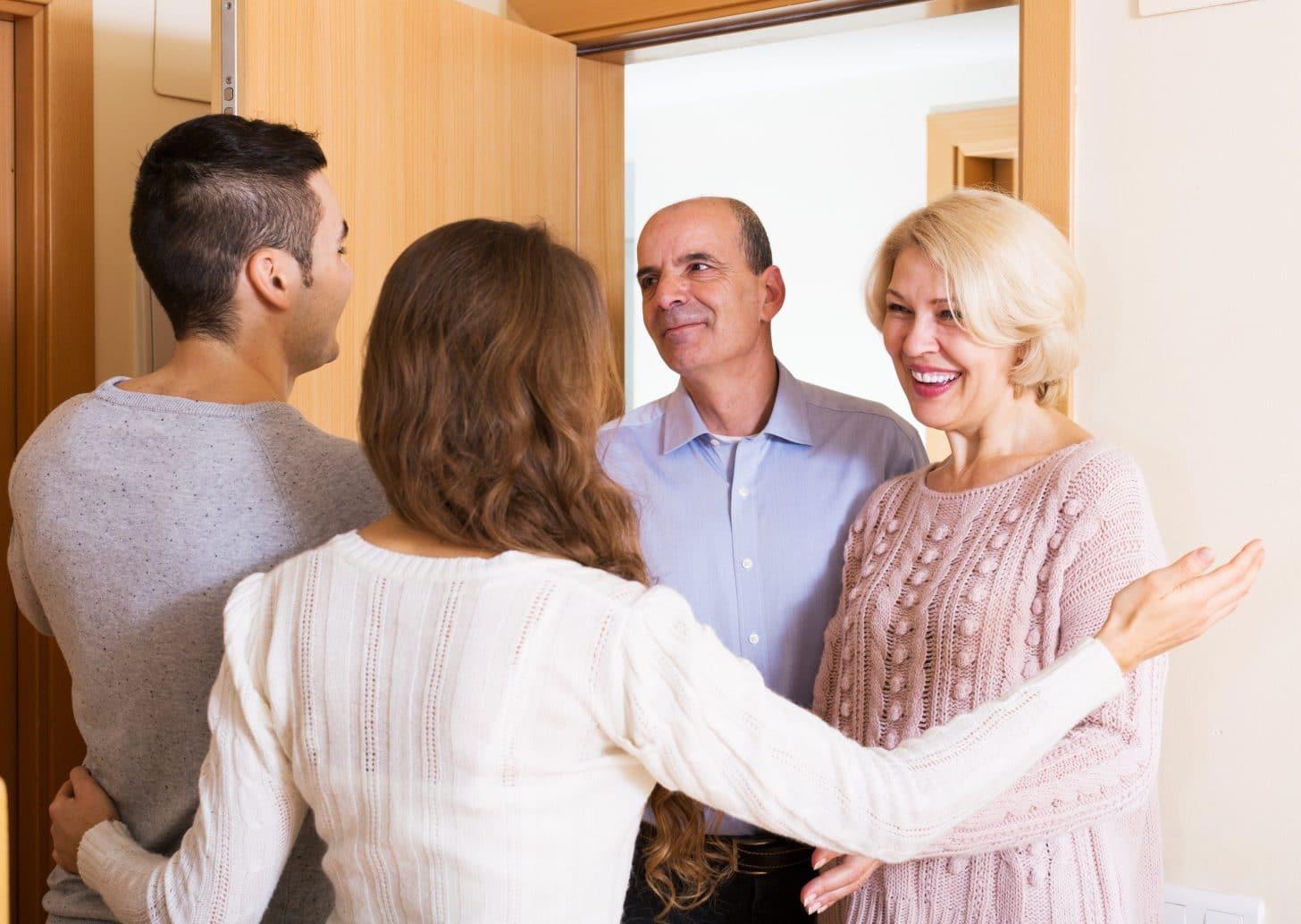 Как вести себя на свадьбе? правила поведения для гостей, невесты, жениха и родителей. как правильно должен держать себя дружка-свидетель?