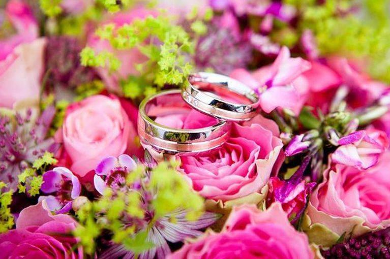 Поздравления с днем свадьбы своими словами, короткие  тосты в день бракосочетания для молодых