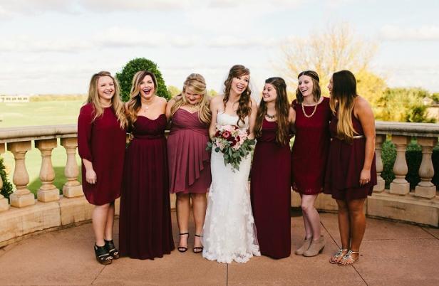 Бордовая свадьба: идеи и фото