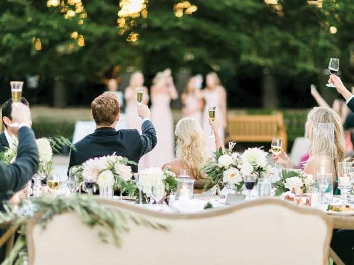 Примерный сценарий и слова встречи молодых с караваем на свадьбе