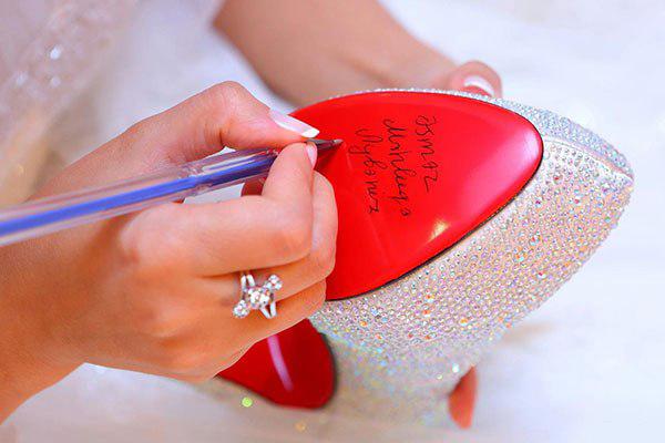 Откуда пошла традиция бросать букет невесты?