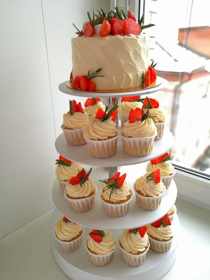 Свадебный торт с капкейками (фото)