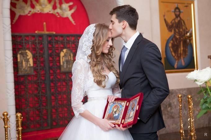 Как одеться на венчание невесте и жениху?
