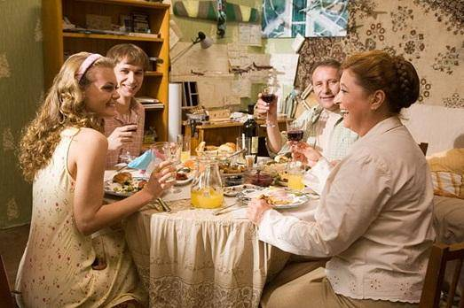 Знакомство с родителями жениха: как себя вести и что подарить?