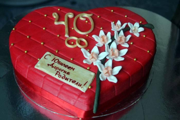 Что подарить родителям на рубиновую свадьбу? выбор подарка и торта на 40 годовщину