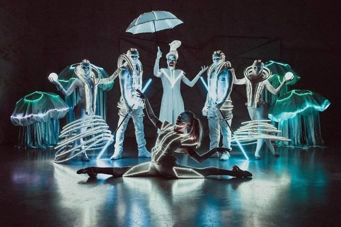 Шоу программа на свадьбу: как организовать лазерное, пиротехническое, маски-шоу, каких артистов пригласить