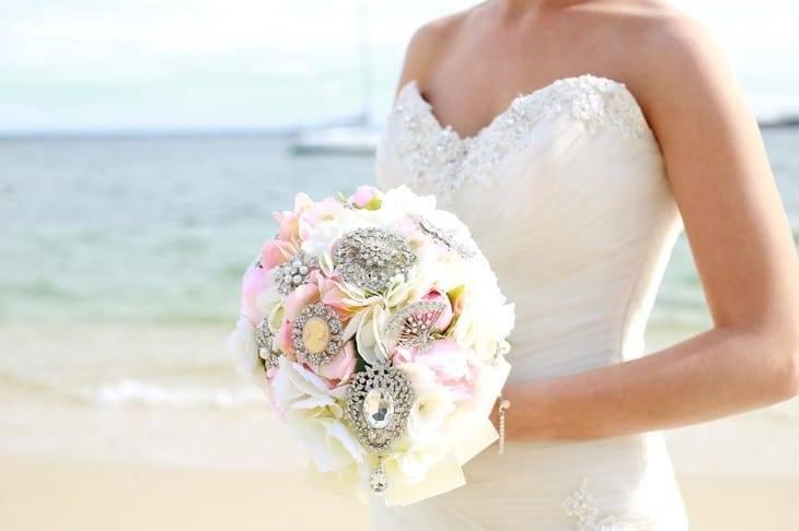 Брошь-букет своими руками и свадебные букеты из бусин