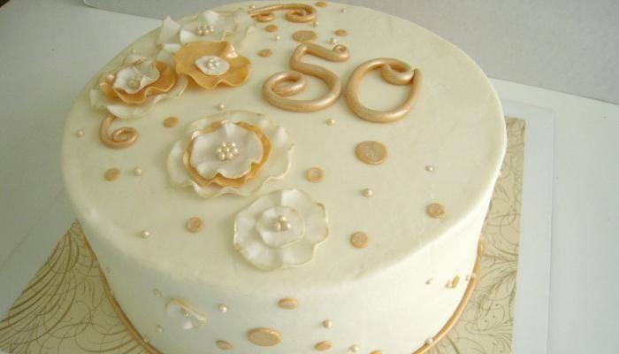 Подарок на золотую свадьбу родителям: что можно подарить на 50-летнюю годовщину от детей?