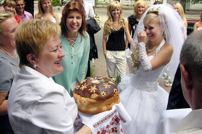 Какими словами благословляют молодых на свадьбу. благословение молодых родителями невесты. казанская икона богородицы