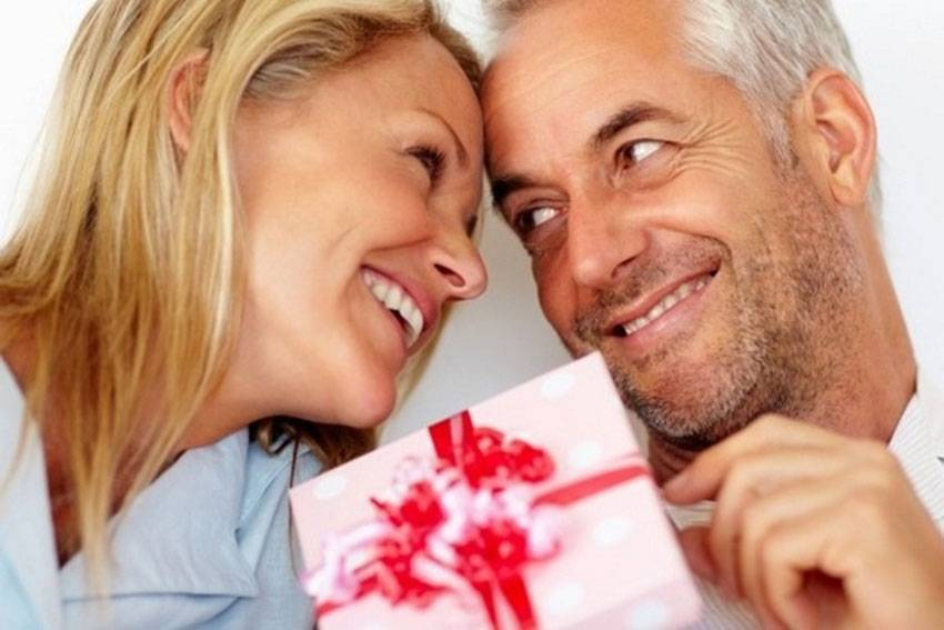 Как правильно выбрать классические, практичные и креативные подарки на стальную свадьбу?