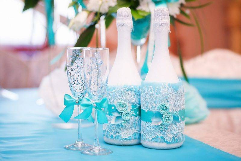 18 лет со свадьбы: как праздновать и что дарить?