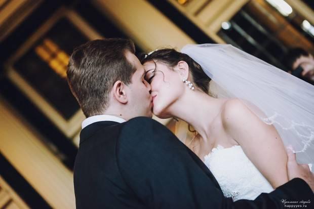 Почему на свадьбе кричат «горько»? история обряда
