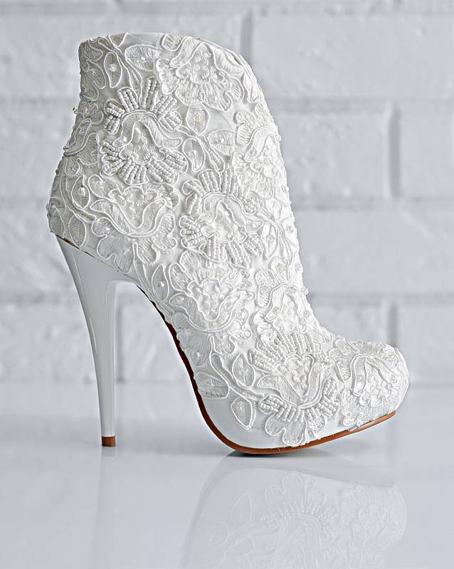 Зимняя свадебная обувь для невесты: советы по выбору, фото