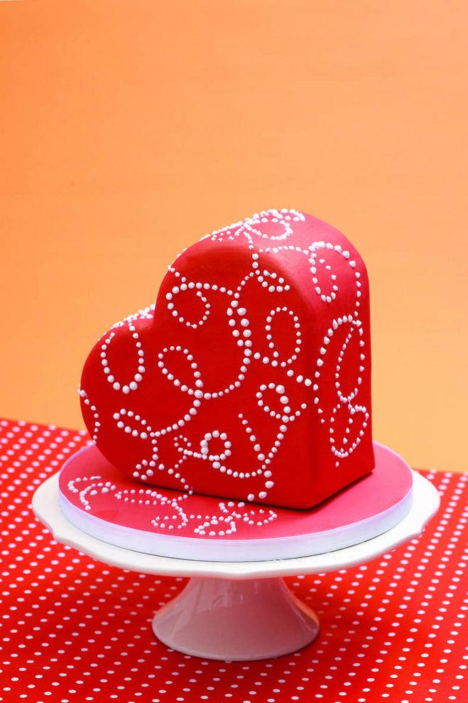 Торт сердце с мастикой