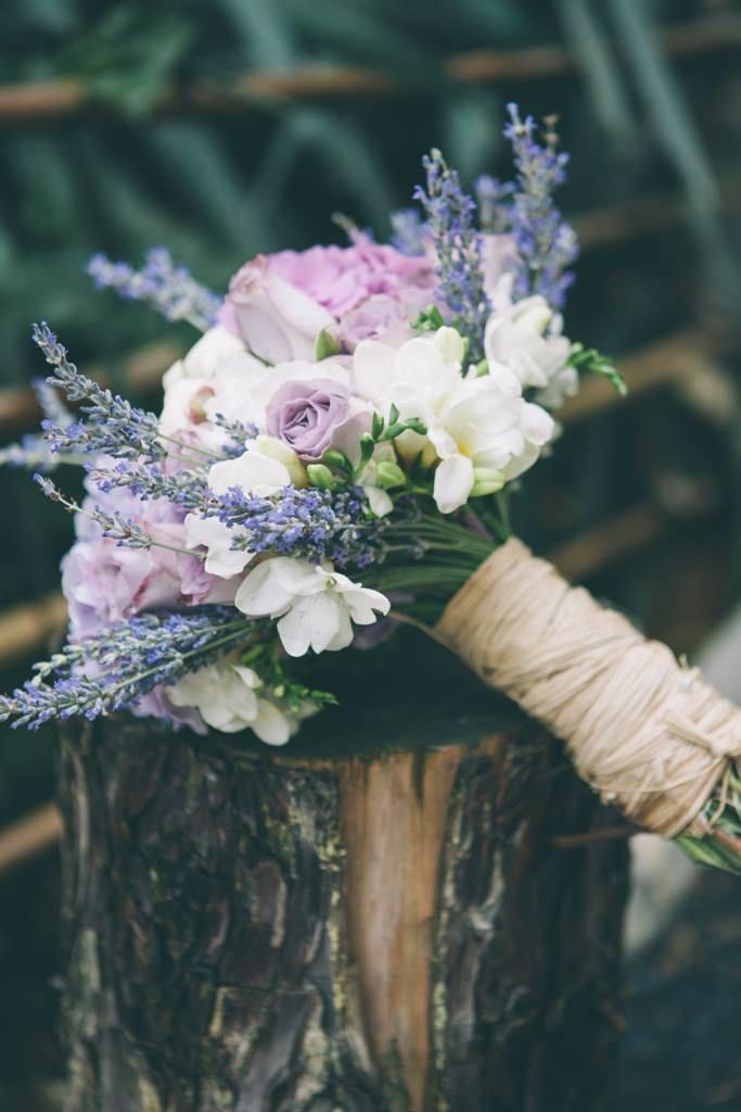 Нежный фиолетовый букет для таинственной невесты