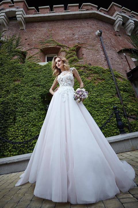Модное греческое свадебное платье – с рукавами, шлейфом, фатой, кружевом, пышной юбкой