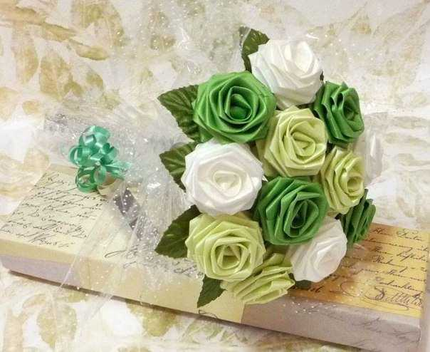Свадебный букет невесты из атласных лент