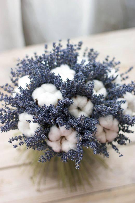 Советуют флористы: как подобрать форму букета под свадебное платье?