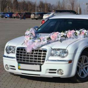 Свадебные украшения для машин: разновидности и примеры оформления