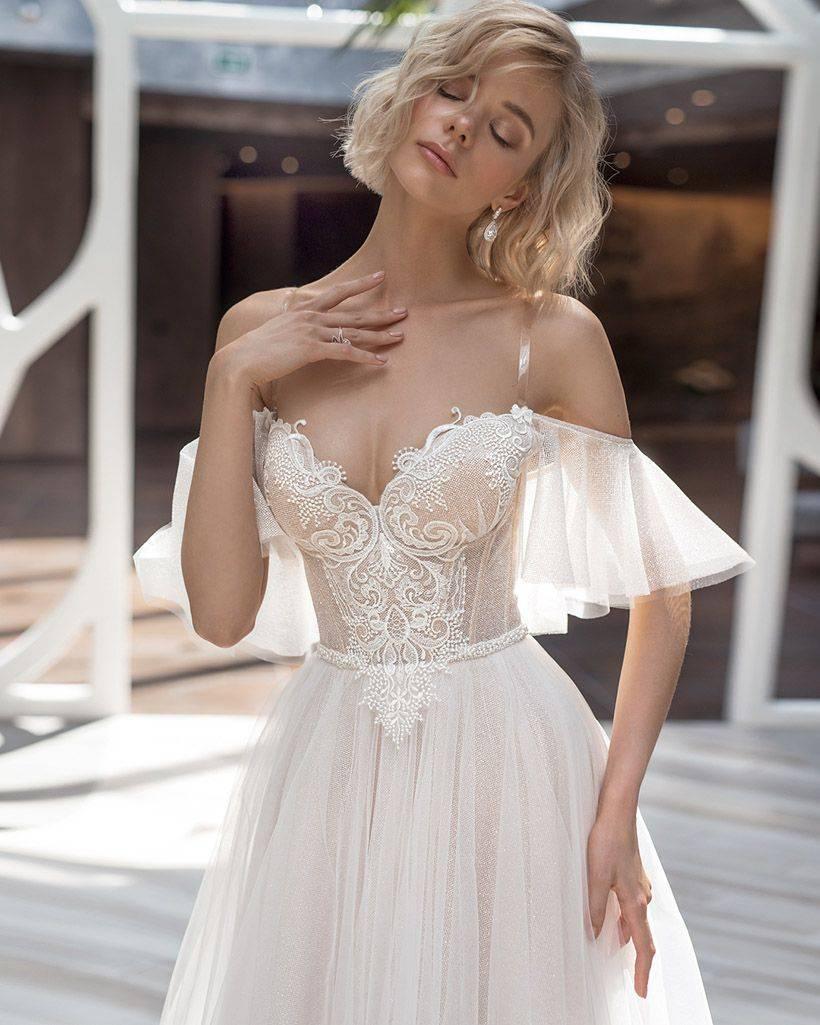 Платье с корсетом – женственно и изящно