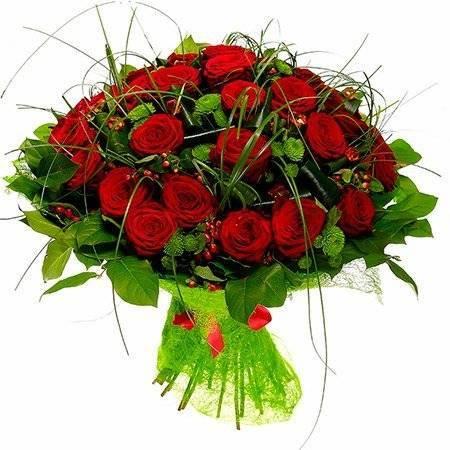 Свадебный букет из хризантем (59 фото): букеты для невесты из белых кустовых хризантем с розами, синими альстромериями и герберами. значение цветов