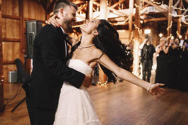 Танцевальные песни на свадьбу: список популярных музыкальных композиций