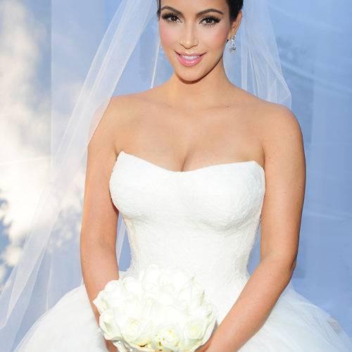 Свадебные прически с диадемой и фатой (54 фото): высокие укладки с цветами на свадьбу для невесты и другие варианты поэтапно