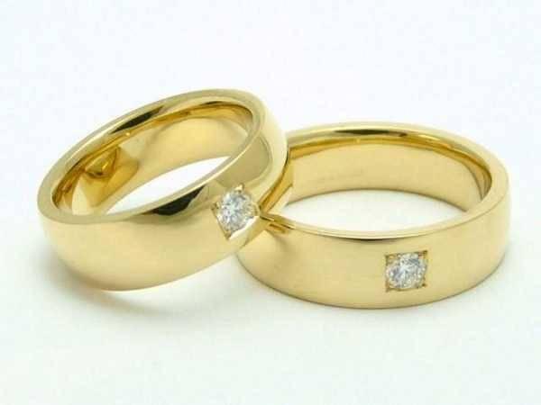 Что нельзя делать с обручальным кольцом: 8 примет для счастливого брака