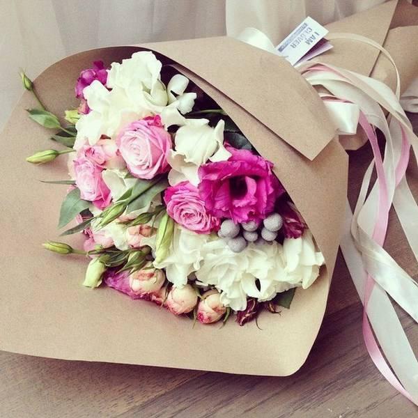 Свадебный букет из пионов (108 фото): комбинации с белыми гортензиями и красными каллами, сочетания бордовых, сиреневых и фиолетовых цветов в букете на свадьбу