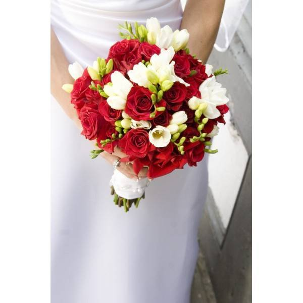 Идеи для бордового свадебного букета невесты