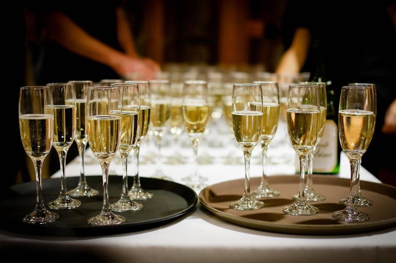 Расчет алкоголя на свадьбу: как посчитать количество напитков и спиртного на торжество? сколько вина и шампанского потребуется?