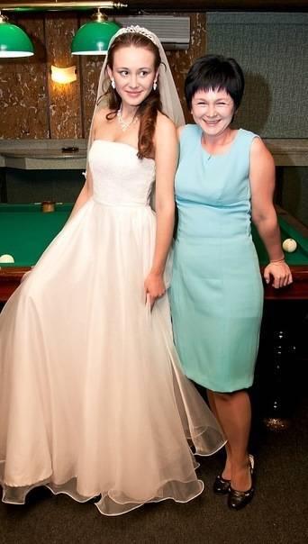 В чем пойти на свадьбу летом: платья для подружек невесты