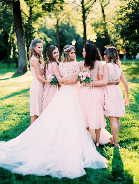Браслеты для подружек невесты (69 фото): модели из фоамирана и живых цветов на руку, а также  свадебные из атласных лент