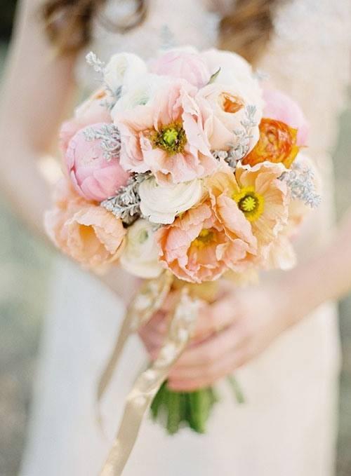 Персиковый цвет в одежде — сочетания и фото