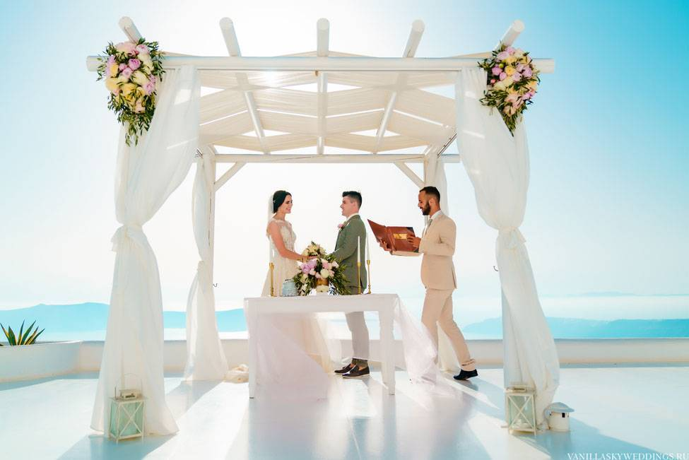 Как организовать официальную или симоволическую свадьбу на санторини
