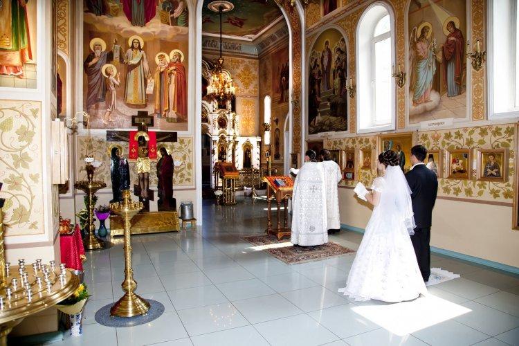 Какими должны быть венчальные кольца согласно церковным канонам?